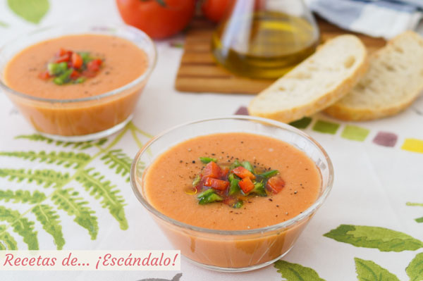 Receta de gazpacho andaluz. Aprende como hacerlo en un momento e ingredientes