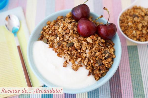 Receta de granola casera de avena, frutos secos y semillas, un desayuno saludable