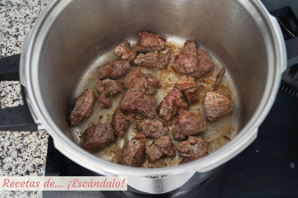 Carne de ternera con tomate