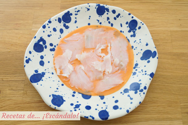 Carpaccio de bacalao con salmorejo