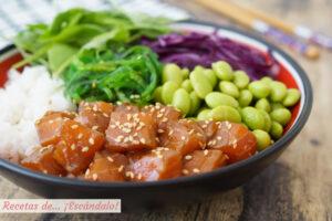 Aprende a preparar poke bowl de salmón, la ensalada hawaiana saludable y rica