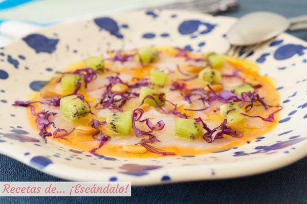 Receta de carpaccio de bacalao con kiwi y salmorejo, saludable y original