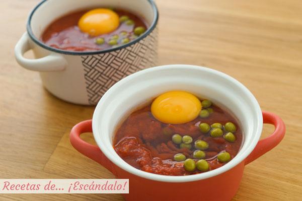 Como hacer huevos al plato con jamon y guisantes. Receta rapida y facil