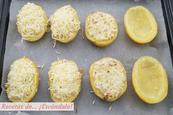 Como hacer patatas rellenas al horno con jamon, puerros y queso