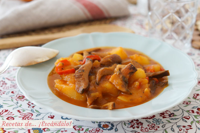 Niscalos con patatas, también llamados rebollones, robellones o guiscanos