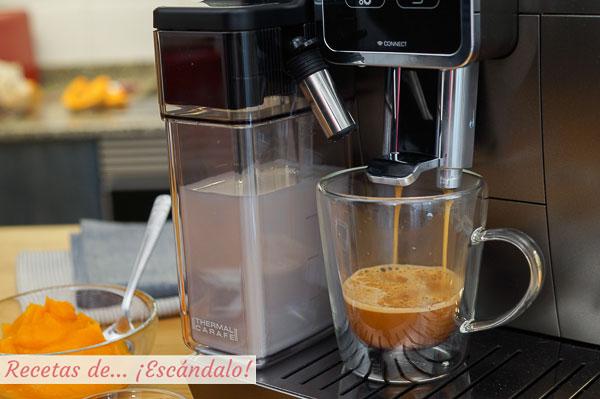 Pumpkin spice latte o cafe con calabaza, especias y espuma de leche