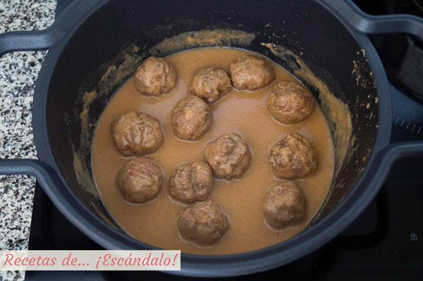 Como hacer albondigas en salsa de almendras