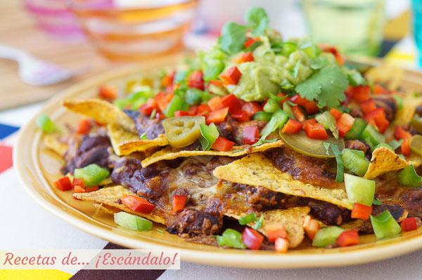 Receta de nachos con queso, guacamole y chili con carne al horno