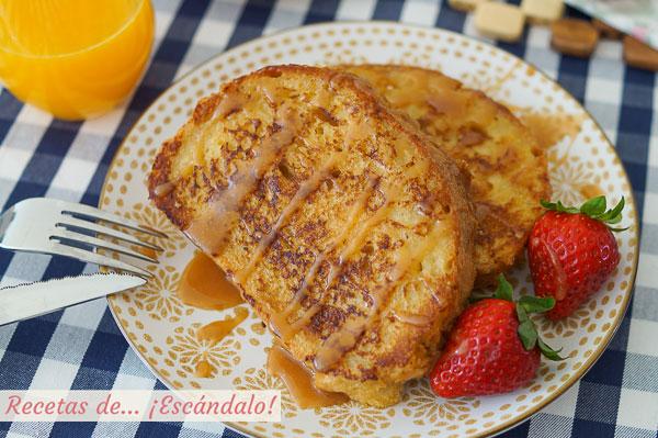 Receta de tostadas francesas o french toast con fresas y caramelo salado