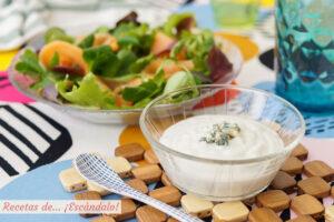 Salsa de queso roquefort y yogur para ensaladas, ¡riquísima!