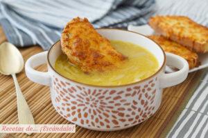 Sopa de cebolla francesa con queso gratinado. Receta facil y tradicional