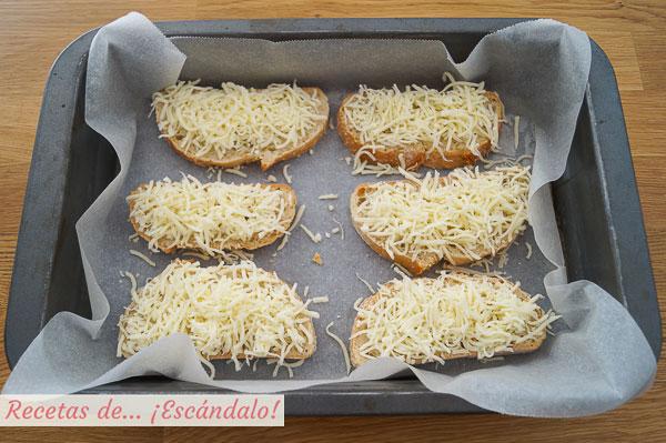 Tostadas de pan con queso