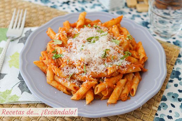 Como hacer macarrones con atun y tomate. Receta de pasta rica y facil para triunfar