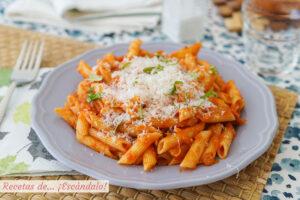 Macarrones con atun y tomate. Receta de pasta rica y facil para triunfar