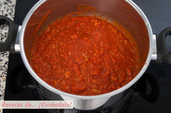 Salsa de tomate y atun para macarrones