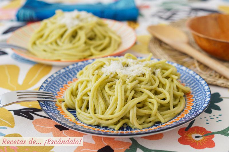 Espagueti verde con chiles poblanos, muy facil y rica