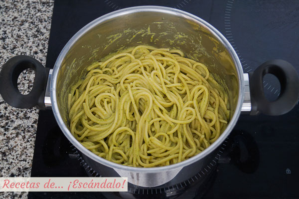 Espagueti verde con salsa de chile poblano