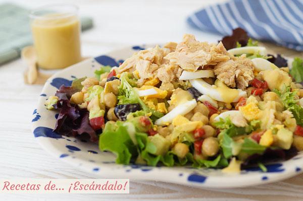 Receta de ensalada de garbanzos con bonito y aguacate y vinagreta de manzana