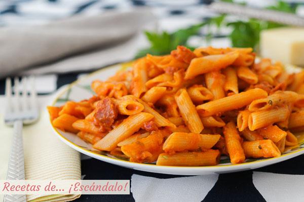 Receta de macarrones con chorizo y tomate en Thermomix, buenisimos