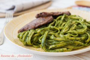 Tallarines verdes peruanos con bistec. Receta tradicional riquisima