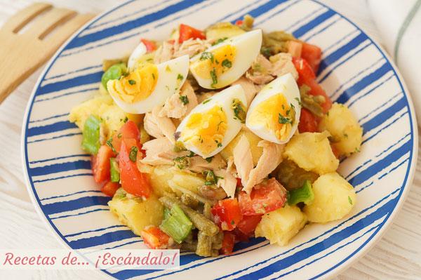 Como hacer ensalada de verano con patatas y vinagreta de anchoas y alcaparras