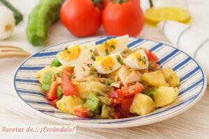 Ensalada de verano con patatas y vinagreta de anchoas y alcaparras