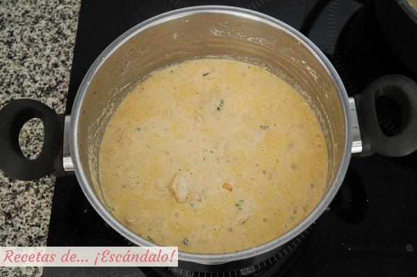 チキンとベーコンのスパゲッティ用クリーミーベーコンソース