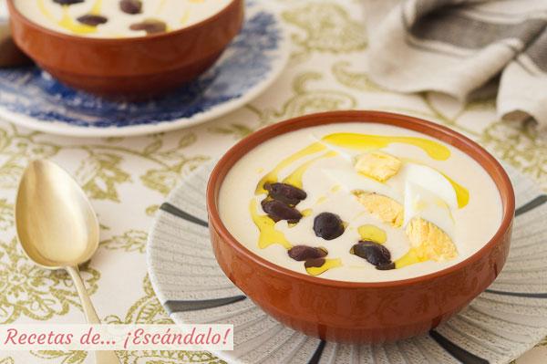 Receta de mazamorra cordobesa, una crema fria tradicional con almendras y ajo