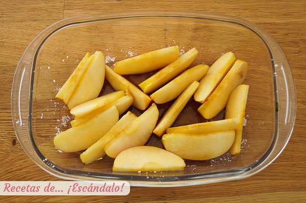 Kepti karamelizuoti obuoliai
